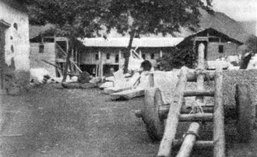 TCHRONGTEU-EN-1931-LORS-DE-LA-CONSTRUCTION-DE-LEGLISE-